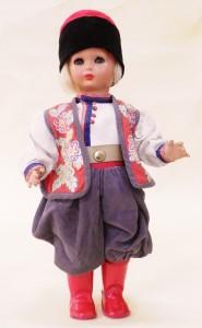 Foto 1 – Bambola Boris conservata presso il Museo Civico di Canneto sull'Oglio (Foto di Gianluca Bottarelli, proprietà Museo Civico di Canneto sull'Oglio, Collezione del Giocattolo Giulio Superti Furga)